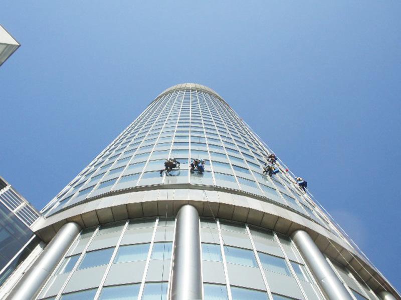 Umývanie okien Millenium Tower